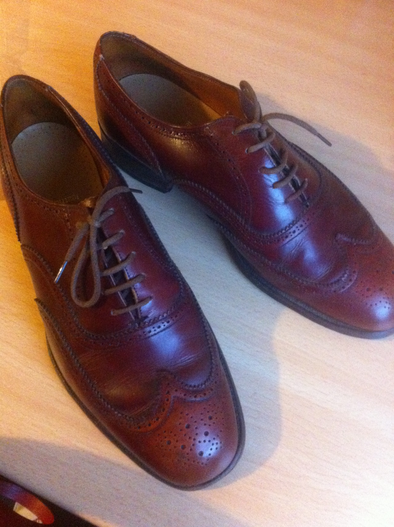 Got me a pair of vintage Grensons for the Spring:)