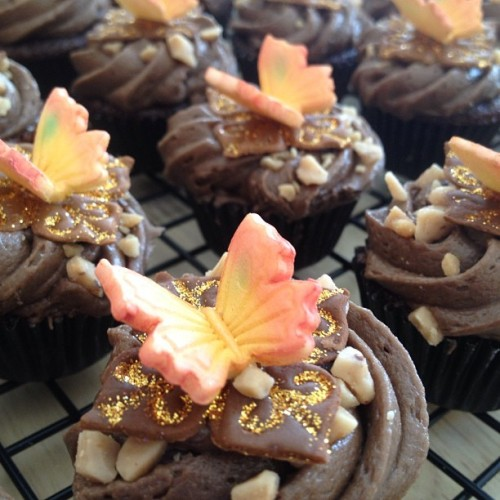 Dark chocolate cupcake with Dk chocolate dulce de leche cream cheese frosting. Topped with toffee bits and a sugar butterfly #cupcakechallenge #stayhaute