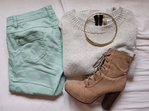 casual oufit Decalz - Andrea Iniguez | Lockerz on We Heart It - http://weheartit.com/entry/53424216/via/Dorine_1D