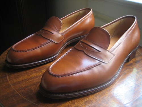 eBay Roundup We have some really great finds today in the shoes and ties sections. I particularly like these Edward Green loafers, Viberg shell cordovan service boots, and silk knit ties in navy and olive green.  As always, if you'd like to find more great items on eBay, you can use our customized search links for high-end suits, good suits, high-quality shirts and fine footwear. They'll help you quickly separate the wheat from the chaff on eBay.    Suits, sportcoats, and blazers  Ralph Lauren houndstooth sport coat, 42 Belvest tan checked sport coat, 42 Vintage tuxedo, 44   Outerwear  Bunch of raincoats, various sizes Nigel Cabourn Cameraman jacket, 36 Barbour motorcycle jacket, XS Aquascutum beige mac, 36 Engineered Garments blue cotton jacket, S Barbour duffle coat, 38 Barbour navy quilted jacket, S Nigel Cabourn unlined surface jacket, 38 Engineered Garments denim jacket, M Loro Piana navy quilted vest, M Schott G1 style jacket, ~40/42 Gloverall duffle coat, 42 Belstaff motorcycle jacket, 42 Barbour waxed cotton jacket, 42 Brown suede Valstarino bomber, L A2 leather jacket, 44  Sweaters and knits  Borrelli blue cabled cardigan, 38 Kent Wang white rugby and polo, S Black Fleece Aran sweater, M Red Shetland, 42 Yellow cashmere v-neck, L   Shirts and pants  Rubinacci striped shirt, 15 Real McCoys (pure cotton) chambray shirt, ~15.5 Two shirts, 16 Oxxford blue/ brown checked shirt, M Bunch of button down shirts, M-L Charvet grey shirt, 16.5 Henley, XL Ralph Lauren brown wide waled corduroys, 30 Engineered Garments buckle back pants, 32 Flat Head 3009 jeans, 33 Oxxford navy pants, 36   Shoes  Quoddy, Chippewa, and Red Wing shoes, various sizes Ralph Lauren two toned loafers, 7 Viberg shell cordovan service boots, 8 Khaki suede wingtips, 8.5 Sid Mashburn brown double monks, 8.5 Vass black wingtips, 8.5 Ralph Lauren suede boots, 9 Church's suede crepe soled chukkas, 9 Sand suede driving mocs, 9 Brooks Brothers loafers, 9 Navy Supergas, 9 Vass brown semi-brogues, 10.5 Edward Green loafers, 10.5 (pictured above) Oak Street penny loafers, 10.5   Ties  Olive green knit tie Blackwatch tie E&G Cappelli grey flecked tie Navy silk knit tie with blue dots Paul Stuart wool tie Drake's navy circles tie Luciano Barbera brown wool tie New & Lingwood navy dotted tie  Bags, briefcases, and wallets  Flat Head wallet Gold Pfeil brown briefcase  Misc.  Pill box Drake's linen scarf Spotted silk scarf Luggage tag Vanda Fine Clothing kimono silk pocket square Brown linen pocket square Gant Rugger sunglasses Blackwatch belt, 34 Sulka red dressing gown, M Baseball caps, 7 3/8  If you want access to an extra roundup every week, exclusive to members, join Put This On's Inside Track for just five bucks a month.