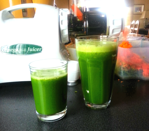Easy green juice,  a handful of salad, a handful of spinach, 2 apples and 1 cucumber.