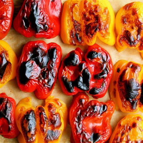 gettingahealthybody:  emigetsfit:  how to roast peppers  I love bell peppers!
