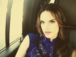 Alessandra Ambrosio ‏@AngelAlessandra  Extra very soon at The Grove.