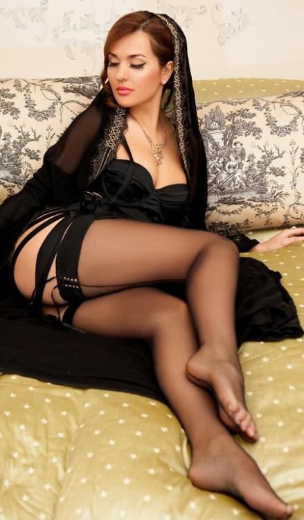 fiheels:  let me stroke those beautiful legs and feet