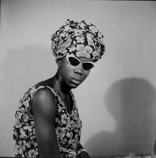 Shades & Swagger # 11 | A little Bamako nostalgia, 60s fashion vibe.  Photo by Malick Sidibé.