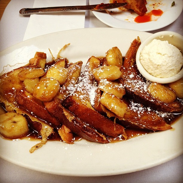 Best freakin #frenchtoast ever. Bananas for it. 🍌 #brendasfrenchsoulfood #goodfood @yvnne_le