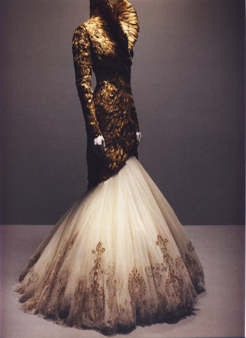 suicideblonde:  Alexander McQueen Autumn/Winter 2010-11