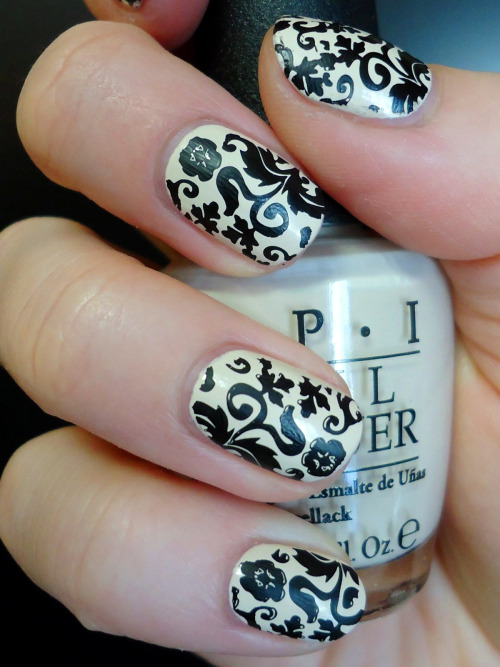 adifferentshade:  OPI's 'My Vampire is Buff' with stamping