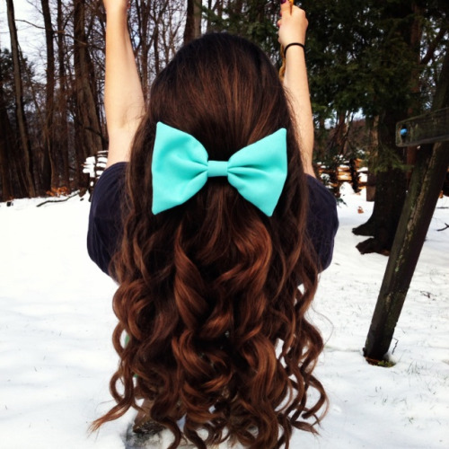 cheer-wild-cheer-fierce:  perfection much? want her hair and bow!!!
