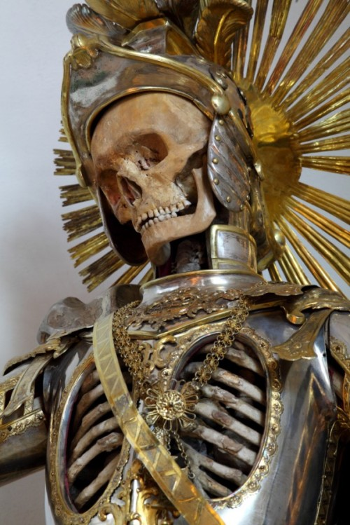 "lostsplendor:  ""Taken from the catacombs of Rome in the 17th century, the relics of twelve martyred saints were then attired in the regalia of the period before being interred in a remote church on the German/Czech border."" - Immortal, Toby de Silva (via Retronaut)  ""When I die,"" says Antonio, cradled in the arms of his comrade in arms Captain Amerigo like a Pietà, ""I want you to bury me in my armour."" ""You're not going to die,"" says Amerigo, and if there are tears shining in his eyes, the others pretend not to see them. ""Just promise me,"" says Antonio. ""Unless you want to keep the medallion to remember me by. Maybe look at it when you're keeping Onan company. I don't judge."" ""Hold your tongue, Antonio,"" says Amerigo, hiccup-laughing, but Antonio will not be holding anything again, and however hard Amerigo scrubs afterwards, he cannot get the blood out of his tabard. Amerigo keeps his word, and Antonio is buried in his armour, but Amerigo may have commissioned a goldsmith to add to the helmet. He wants to show the world how bright Antonio's star had shone. Part of him wants to keep the medallion after all, but in the end all he keeps are his memories."