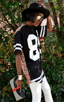 erothicity:  vintagevirgin:  Check out my customized Topshop jersey, here!  she's soooooooo cool