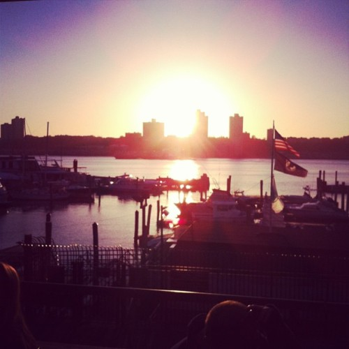 #sunset #hudson #nyc #bar #drinking nicee (at Boat Basin Café)