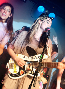 Kate playing at the 100 Club - London - 05/01/13 (by Shen Salih - altsoundsdotcom)