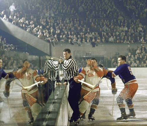 ughpsh:  The Rangers vs. Red Wings, 1957      (via TumbleOn)