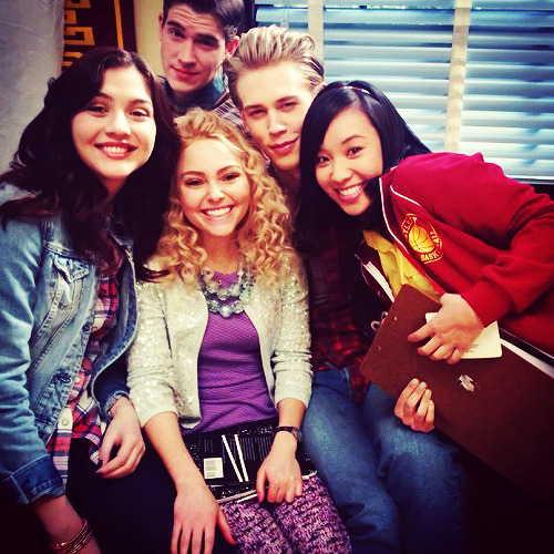 reynoldswalt:  The Carrie Diaries cast, behind the scene x