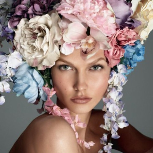 Flower power! #karlie #karliekloss #fashion #beauty #vogue #voguemagazine #floral #flowers #bouquet #headdress #headpiece #model #supermodel #photoshoot #avantgarde #pretty