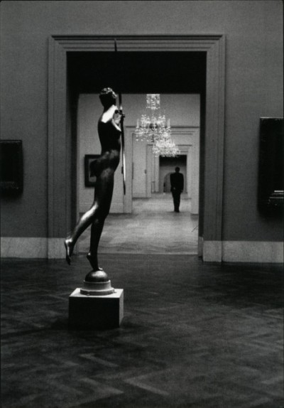 Metropolitan Museum of Art, NY photo by Elliott Erwitt, 1949.