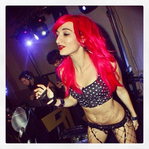Dancing for @dj_spear 🎶❤ #s&m #pinkhair #powersurge6 #gogo #dance @meekoz photography #ilovethis