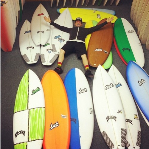 Fresh shipment of Lost boards just arrived at the VB shop! Whalebone team rider Mark Dawson helps illustrate the size scale… @dawsongramm @bjorney #lostsurfboards #mayhem @lost9193 @ctodd75