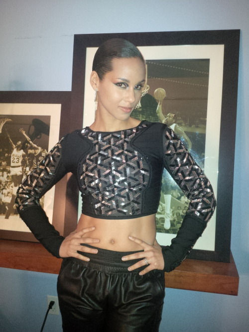thekeysofalicia:  Ready to head to tonight's #NBAAllStar game! How do I look? :-)