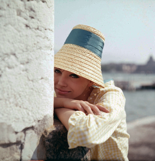 theswinginsixties:  Anna Karina