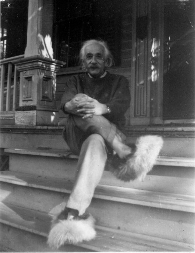 red-lipstick:  Albert Einstein sitting on the front steps of his home in Princeton, wearing his Fuzzy Slippers, c. 1950s.  Photo courtesy of Gillett Griffin. http://www.princetonhistory.org/exhibitions/