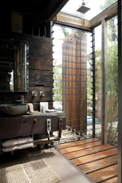 le-sojorner:  Indoor Outdoor bathroom in a rural Australian home.