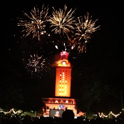 Congratulations to all of the 2013 graduates!! Hook em!! #ut #atx #graduation  (at South Mall)