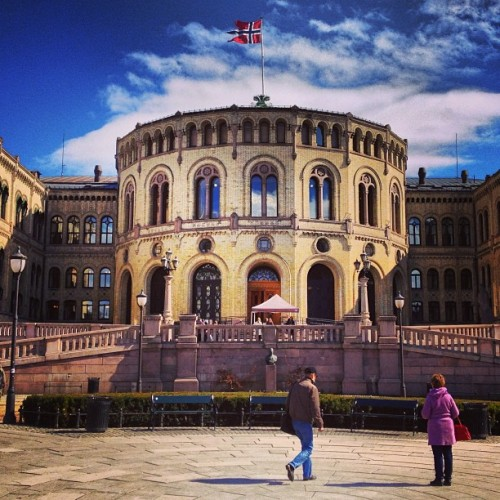 Oslo parliament #parliament #oslo #oslove #igoslo #norway #ilovenorway #ignorway #norway2013 #norwaylovers #norwaytrip #norwaypics #norwayswag #oslogram #osloswag #instagood #instagram #photo #photography #photooftheday #picoftheday #instago #igdaily #instadaily #webstagram #iphone4s #igoftheday  (presso Stortinget)