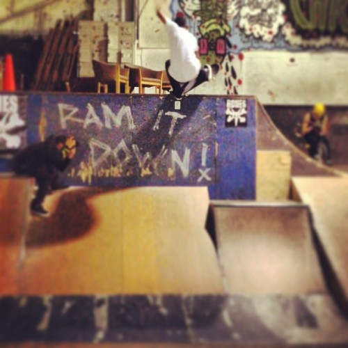 Ram it down. @chimaferguson warming up at @3rdlair. #nosepick from the quarter. #realmpls  (at 3rd Lair Skatepark - Golden Valley)