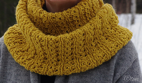 (via Ravelry: Stockholm Scarf pattern by knittedblissJC)