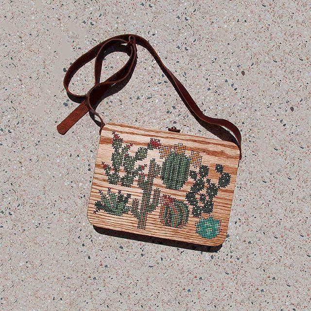 Bolsos de madera bordados en punto de cruz 5