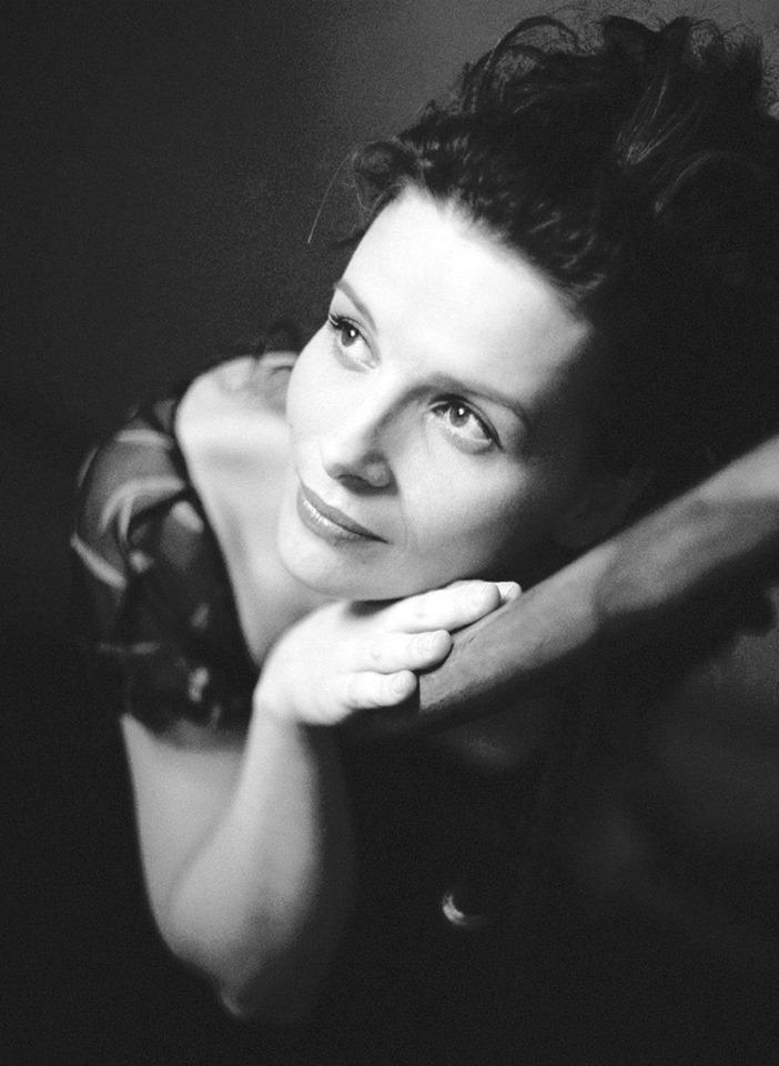 """jeanne-art:"""" Juliette Binoche, photographiée par sa sœur Marion Stalens, 1996"""""""