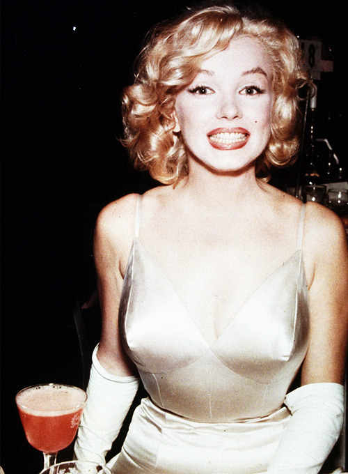 Marilyn at the premiere of 'The Prince and The Showgirl' 1957