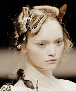 voguelovesme:  Gemma Ward at Alexander McQueen Autumn/Winter 2006