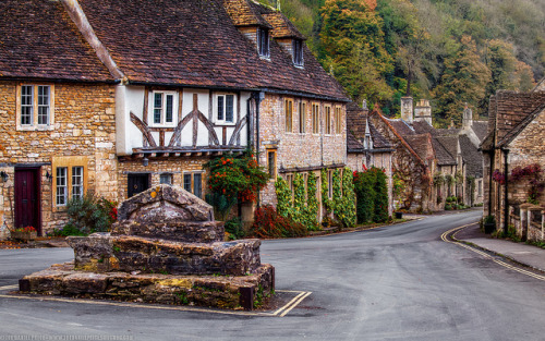 my-place-of-recovery:  ishowerinmypants:  Castle Combe, Wiltshire, England on Flickr.  ♥