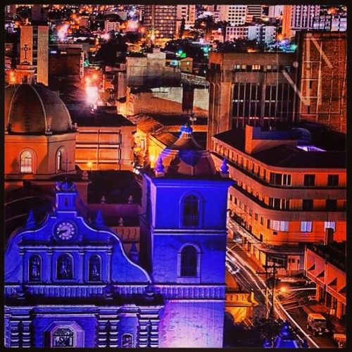 Tegucigalpa -Centro De la Ciudad #honduras #tegucigalpa #centro#city#centroamerica#travel#turismo#nightpic#friday#party#catolica#iglesia#color#lights#hondurasbella#caribe#hit #picoftheday #thebest#follow (en Tegucigalpa-Centro)