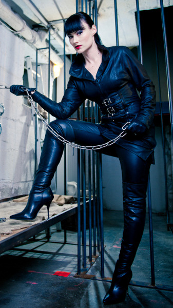 chained4life:  leatherfemdom:  Lady Cheyenne de Muriel of Germany had a fearsome look      (via TumbleOn)