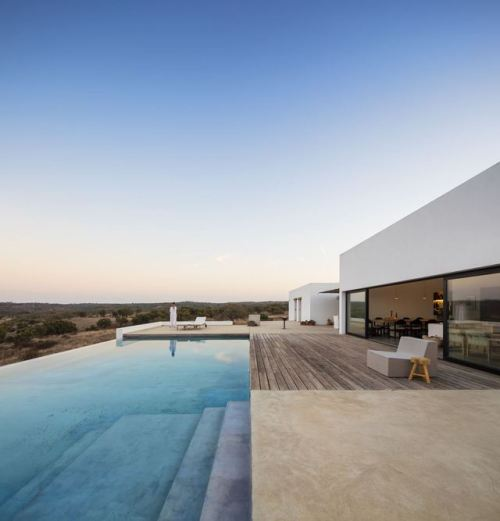 Grândola House makes the most of the surrounding breathtaking…