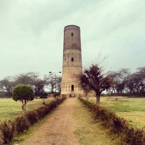 This tower was erected in the memory of the Emperor's deer (hiran). #log #photos #Pakistan #history #travels  (at Hiran Minar)