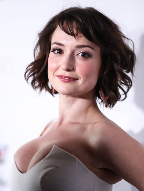 gentlemanboners hotties sexy chicks hot babes celebs eyecandy Milana Vayntrub androsform