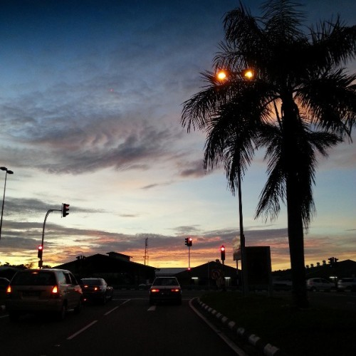 pretty skies. #nofilter #giwsunset #sunset #skyporn #gf_brunei #brunika #all_sunsets #lambak #brunei  (at Lambak Industrial Recreational Park)