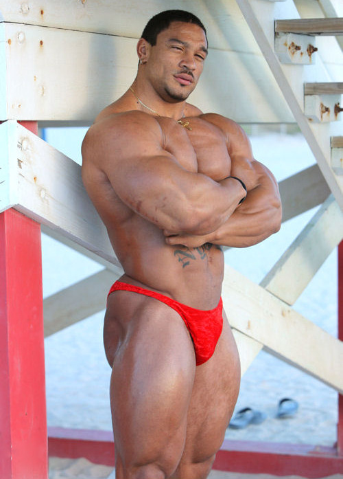 buildingthebodybeautiful:  Roelly Winklaar