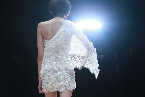 Zhang jingjing HC - fashion show Back of the light