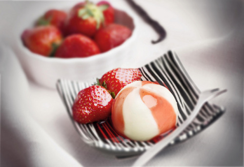 Strawberry creme fraiche Panna cotta dessert by Mikuláš Křepelka on Flickr.
