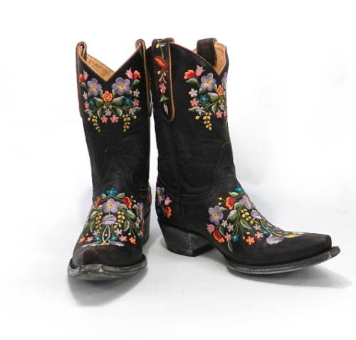 I don't even like cowboy boots but these embroidered ones from Old Gringo made my heart skip a beat.