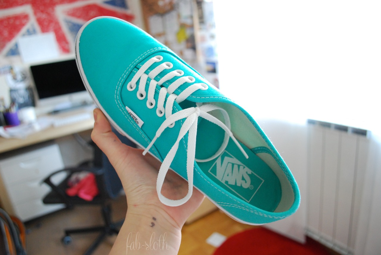 owale:  fab-sloth:  my vans are so pretty i was waiting 1 year to get them! I know, my foot is so small  The British flag in the back :D