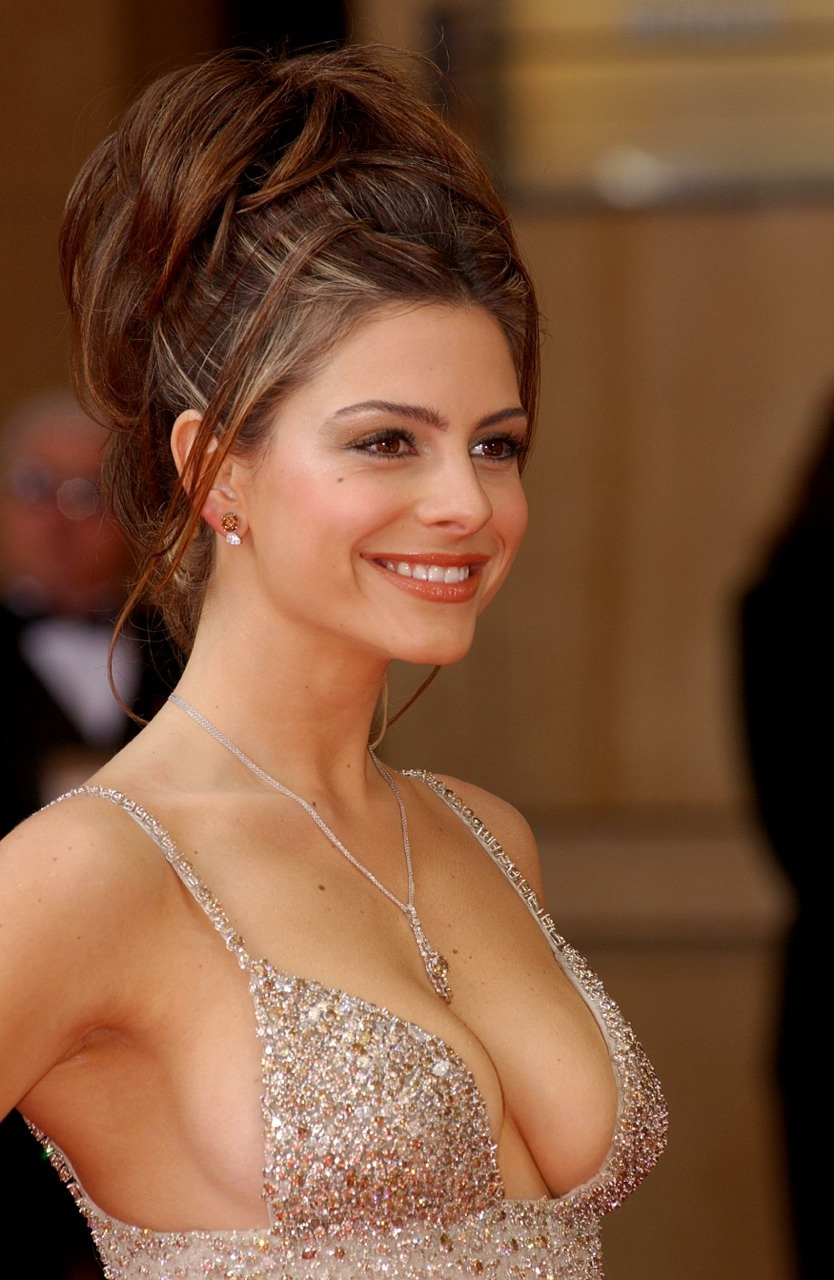 Maria Menounos I  Maria is hot, cool and personable … Sat next to her some time ago on a flight to Qatar chatting away. She was on route to Afghanistan to support our troops out there …