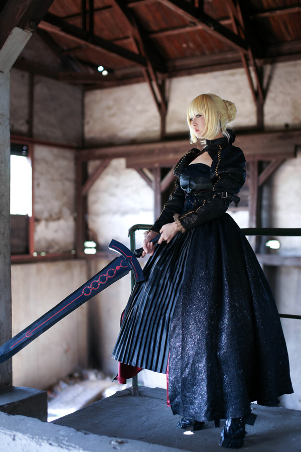 they-drift-like-worried-fire:  Fate Saber Alter by ~Velvetroseclare