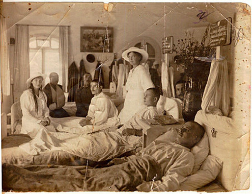themauveroom:  Grand Duchesses Anastasia and Maria visiting  wounded soldiers at the hospital at Tsarskoe Selo: 1916.